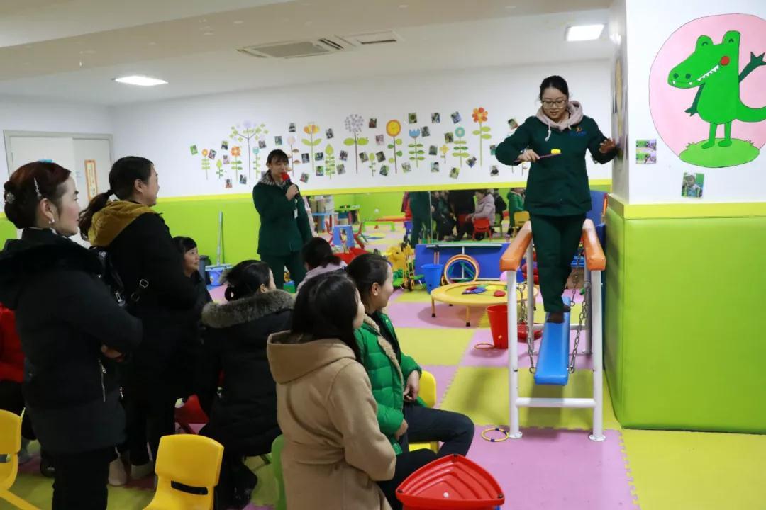杨斯寒老师示范独木桥项目