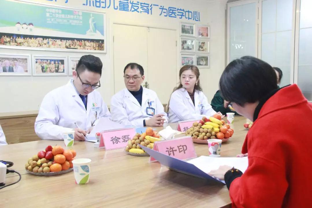 """徐磊院长和许印园长共同签定关于""""儿童康复技术进校园""""合作协议"""